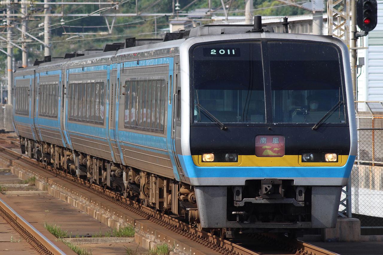 Jr_shikoku_series2000_at_kojima_sta